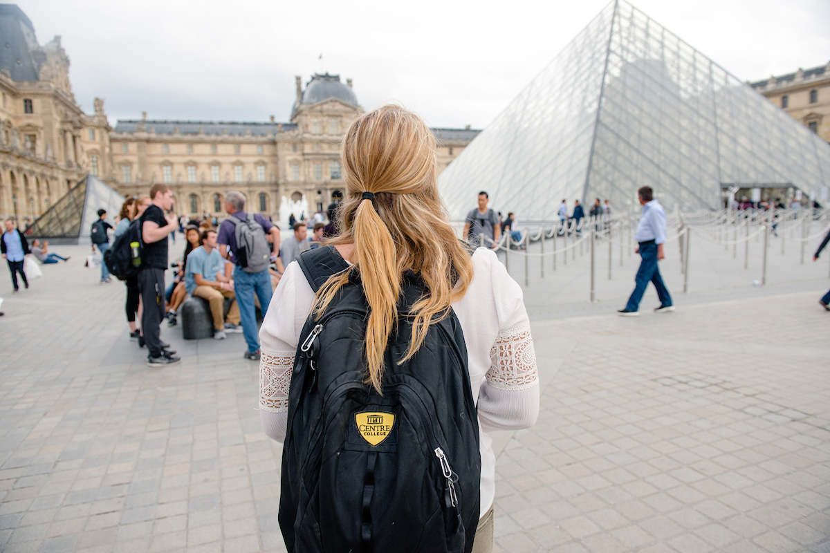 Why Is Travelling Abroad A Good Choice? Read this!